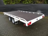 Autotransporter laadvloer boven de wielen